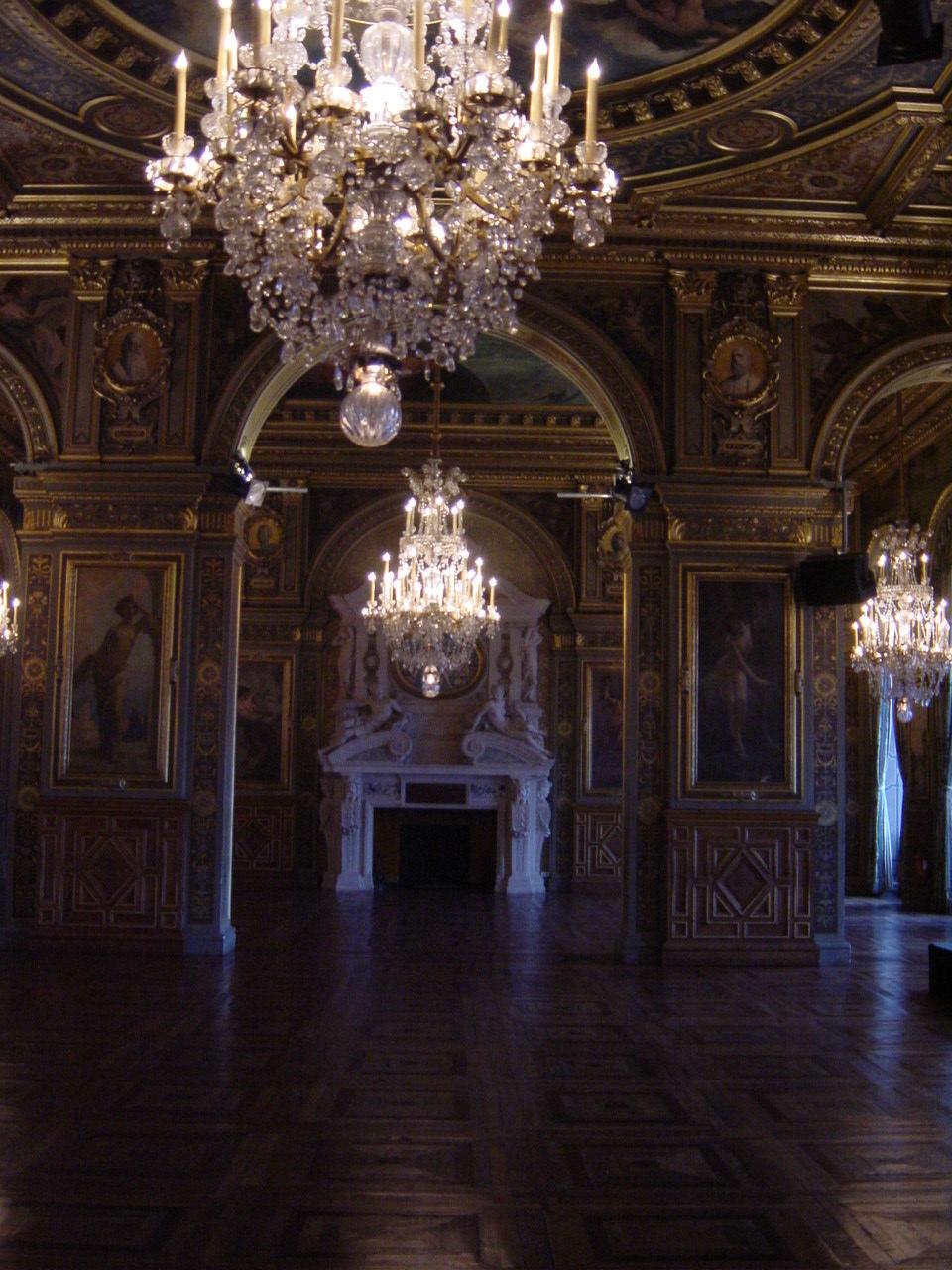 Visites des quartiers de paris for Mairie salon